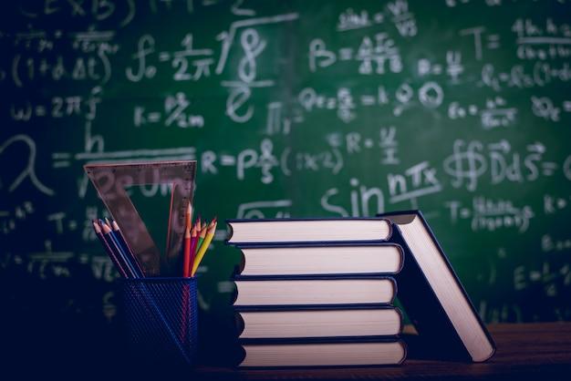 Matériel éducatif, tableaux et livres Photo Premium
