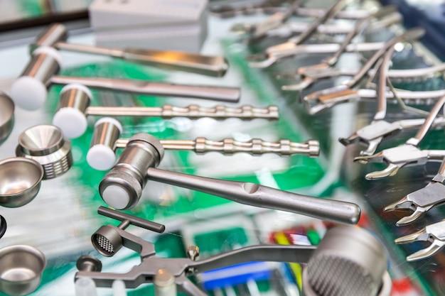 Matériel De Médecine, Gros Plan D'outils Dentaires Photo Premium