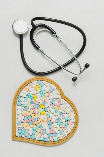 Matériel médical et pilules Photo gratuit