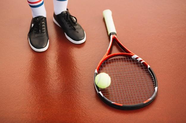 Matériel de tennis sur le terrain Photo gratuit