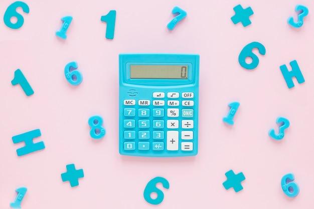Mathématiques Avec Nombres Et Calculatrice Photo gratuit