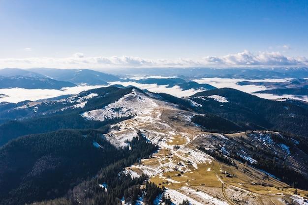 Matin Dans Les Montagnes. Carpates Ukraine, Vue Aérienne. Photo gratuit
