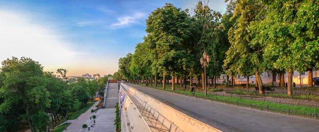 Matin d'été sur le boulevard odessa Photo Premium