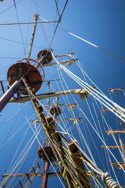 Mâts de navire Photo Premium