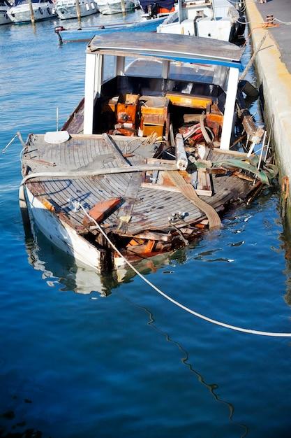 Mauvais bateau Photo Premium