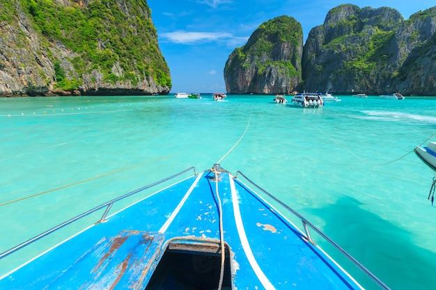Maya bay, une des plus belles plages de la province de phuket en thaïlande. Photo Premium