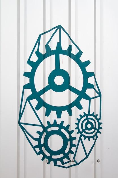 Mécanisme d'engrenage dessiné à la main sur un mur gris Photo Premium