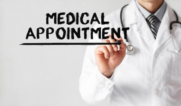 Médecin écrit Mot Rendez-vous Médical Avec Marqueur Photo Premium