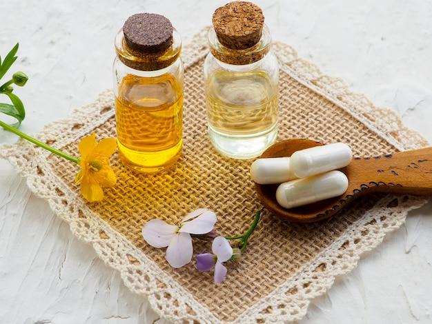 Médecine alternative avec des pilules à base de plantes Photo Premium
