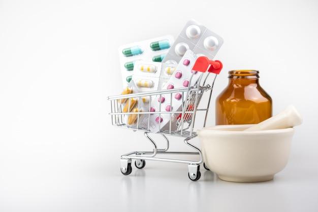 Médecine, Suppléments En Chariot, Concept En Ligne De Livraison Photo Premium