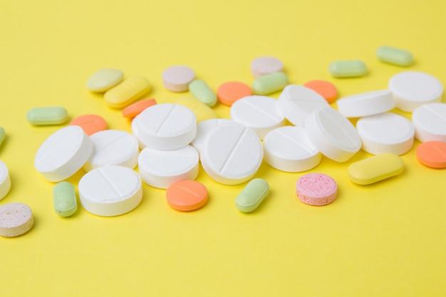 Médicaments pilules, médicaments et antibiotiques Photo Premium