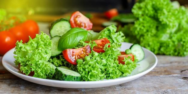 Mélange De Feuilles De Légumes Salade Saine Photo Premium
