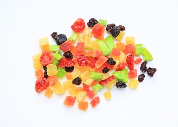 Mélange de fruits secs isolé Photo Premium
