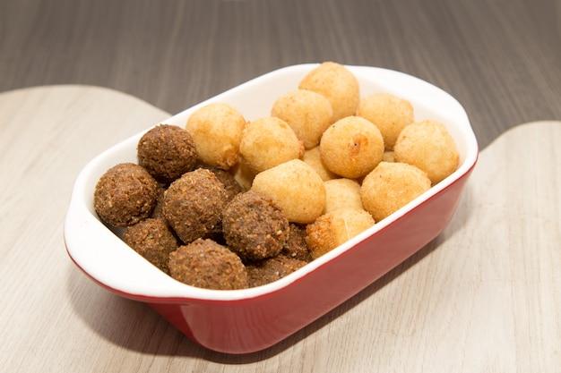 Mélange De Mini Collations Frites Brésiliennes Photo Premium