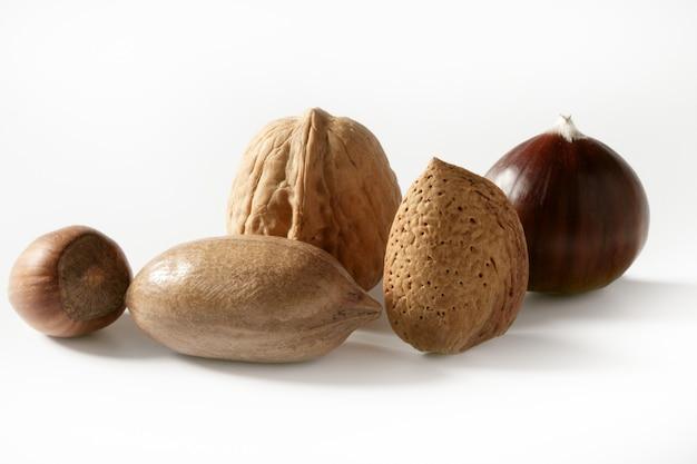 Mélange de noix, noix, noix de pécam, amande, châtaigne Photo Premium
