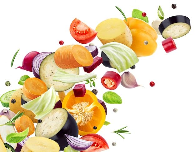 Mélange Tombant De Différents Légumes Photo Premium