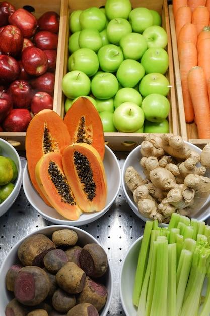 Mélanger les fruits Photo Premium