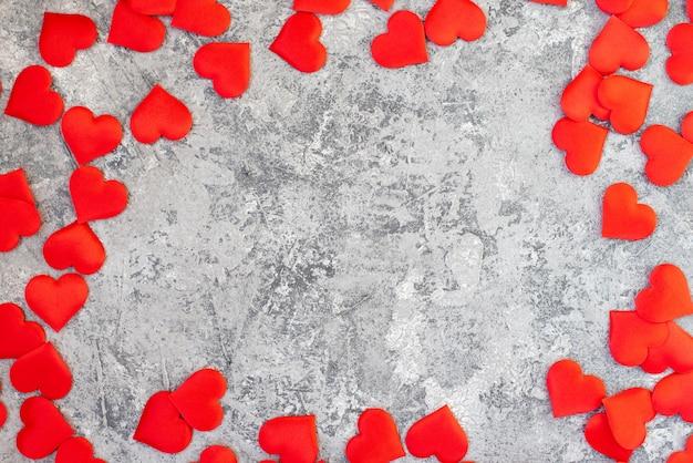 Melon D'eau Coupé En Forme De Coeur. Espace Pour Le Texte. Composition à Plat Photo Premium