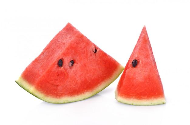 Melon d'eau mûr en tranches isolé sur fond blanc Photo Premium