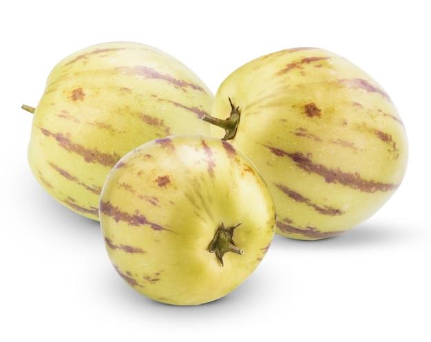 Melons Pepino Sur Fond Blanc Photo Premium