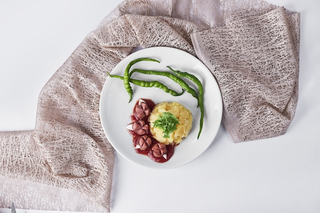 Menu Du Dîner Avec Saucisses Frites, Purée De Pommes De Terre Et Haricots, Vue Du Dessus. Photo gratuit