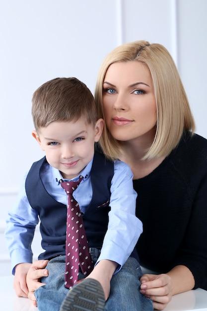 Mère Avec Adorable Enfant Photo gratuit