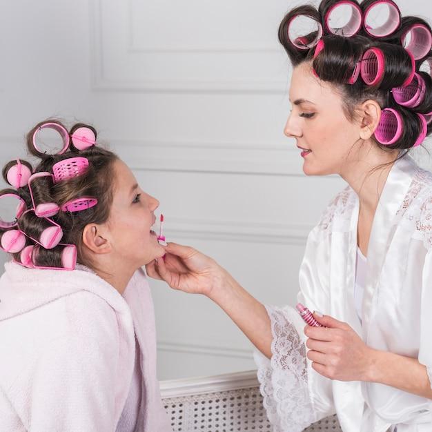 Mère, Application, Brillant Lèvres, Sur, Lèvres Filles Photo gratuit