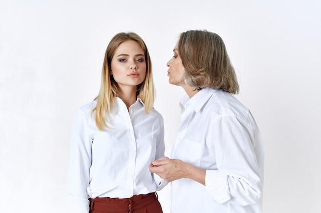 Mère Et Fille Baiser Et Soins Photo Premium