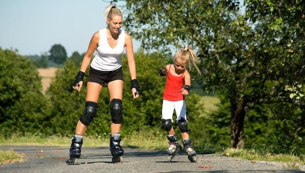 Mère et fille, patinage Photo Premium