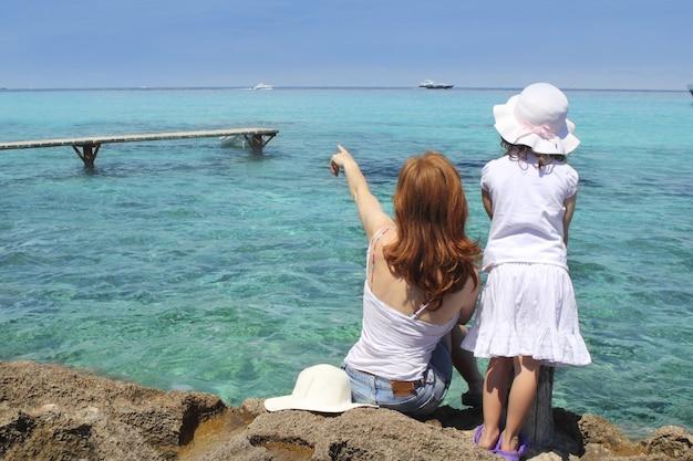 Mère et fille touristique formentera turquoise Photo Premium