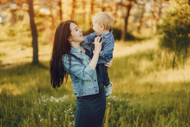 Mère Avec Fils Photo gratuit