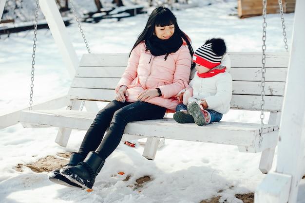 Mère Avec Petite Fille Photo gratuit