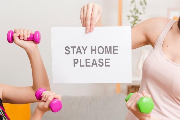 Message De Gros Plan Pour Rester à La Maison Photo gratuit