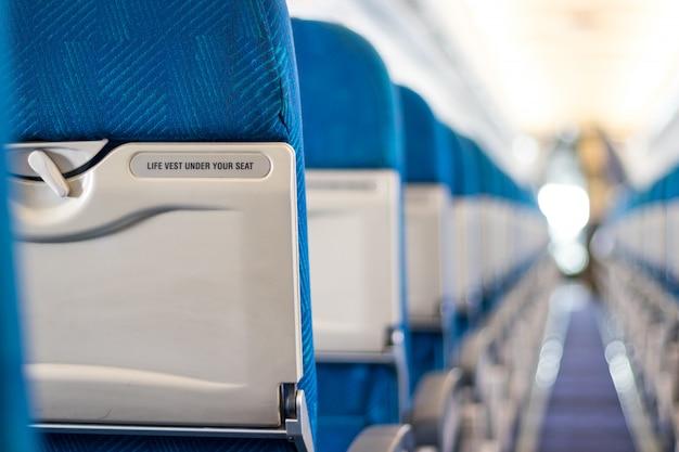 Message de sécurité sur les sièges passagers de l'avion Photo Premium