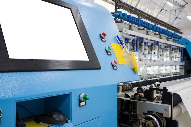 Métier à tisser dans une usine textile Photo Premium