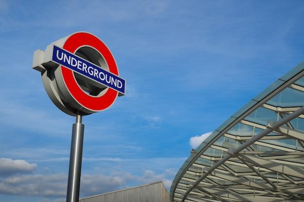 Métro, signe, train, londres, angleterre Photo Premium