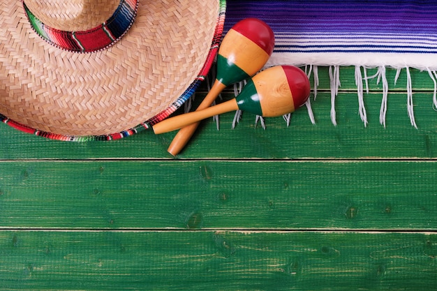 Mexique cinco de mayo frontière fond mexicain sombrero maracas Photo Premium