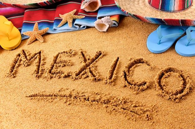 Mexique écrit à la plage Photo Premium