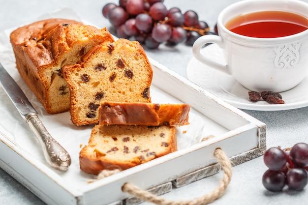 Miche De Gâteau Aux Raisins Secs Photo Premium