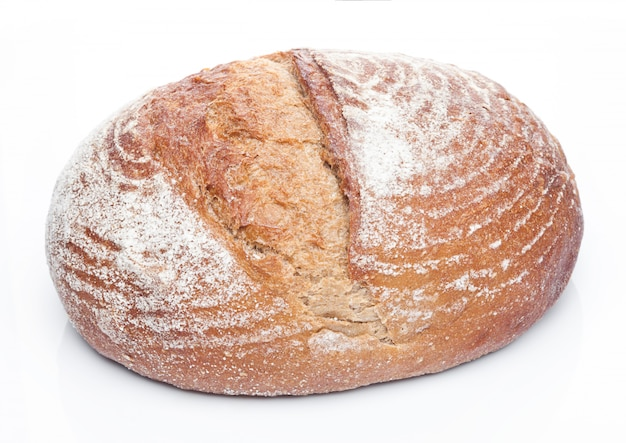 Miche de pain fraîchement sorti du four avec de la farine Photo Premium