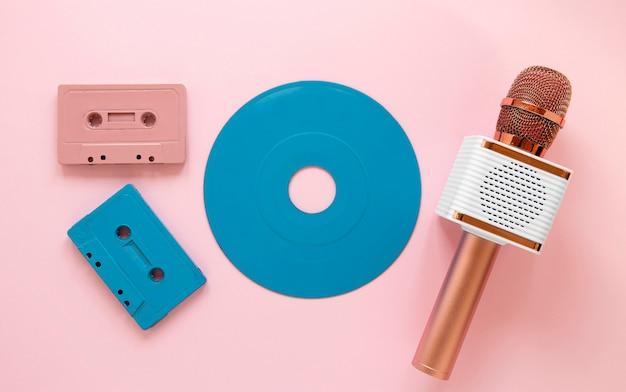 Microphone Et Cassettes Vue De Dessus Photo gratuit
