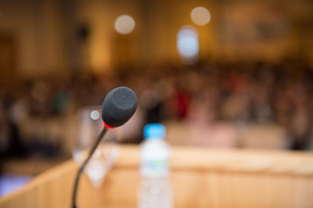 Microphone Dans La Salle De Conférence Libre Photo Premium