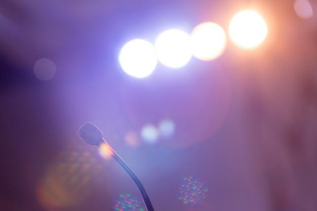 Microphone dans la salle de réunion pour une conférence. Photo Premium
