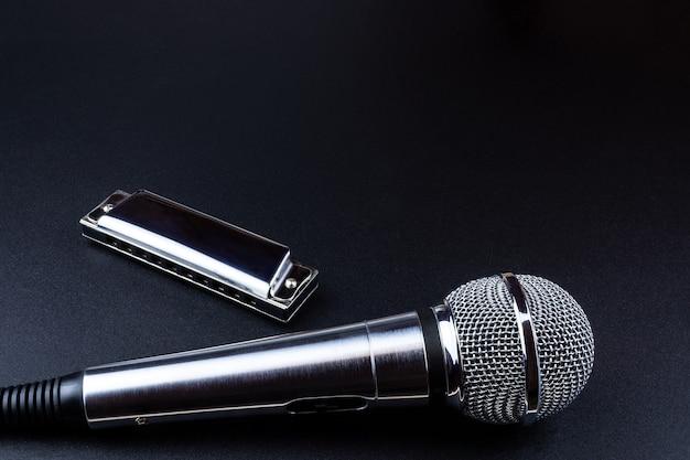 Microphone et harmonica Photo Premium