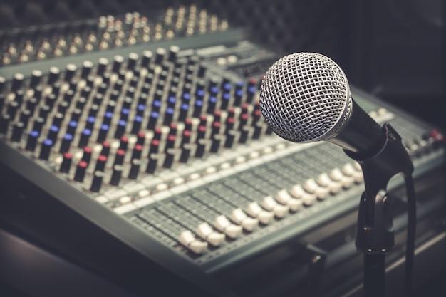 Microphone Et Mélangeur Photo gratuit