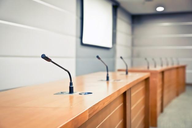 Microphone professionnel dans la salle de réunion Photo Premium