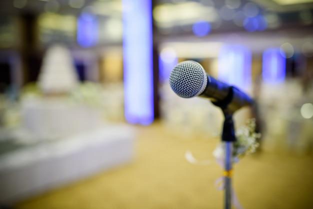 Microphone sur scène, conférencier, conférence Photo Premium