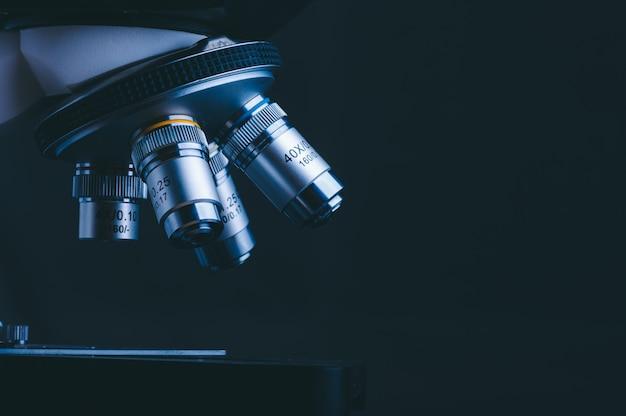 Microscope De Haute Technologie Au Laboratoire De Sciences Médicales Photo Premium