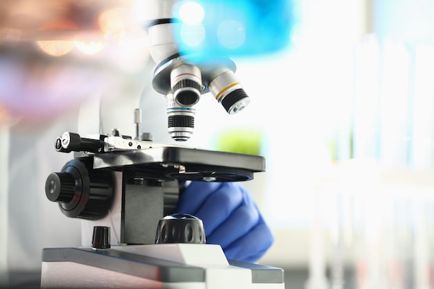 Microscope De Tête En Laboratoire Photo Premium