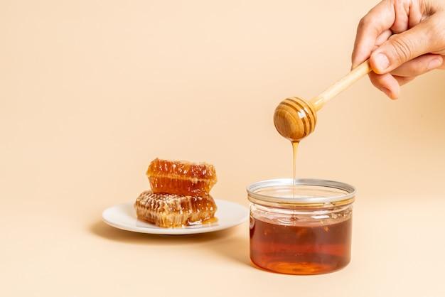 Miel Et Nids D'abeille Frais Photo Premium